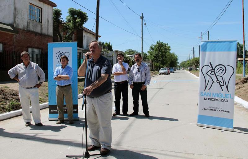 Joaquín de la Torre inauguró un nuevo asfalto en Ciudad Santa María