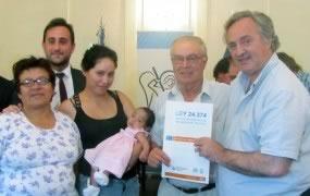 131-familias-recibieron-las-escrituras-de-su-hogar