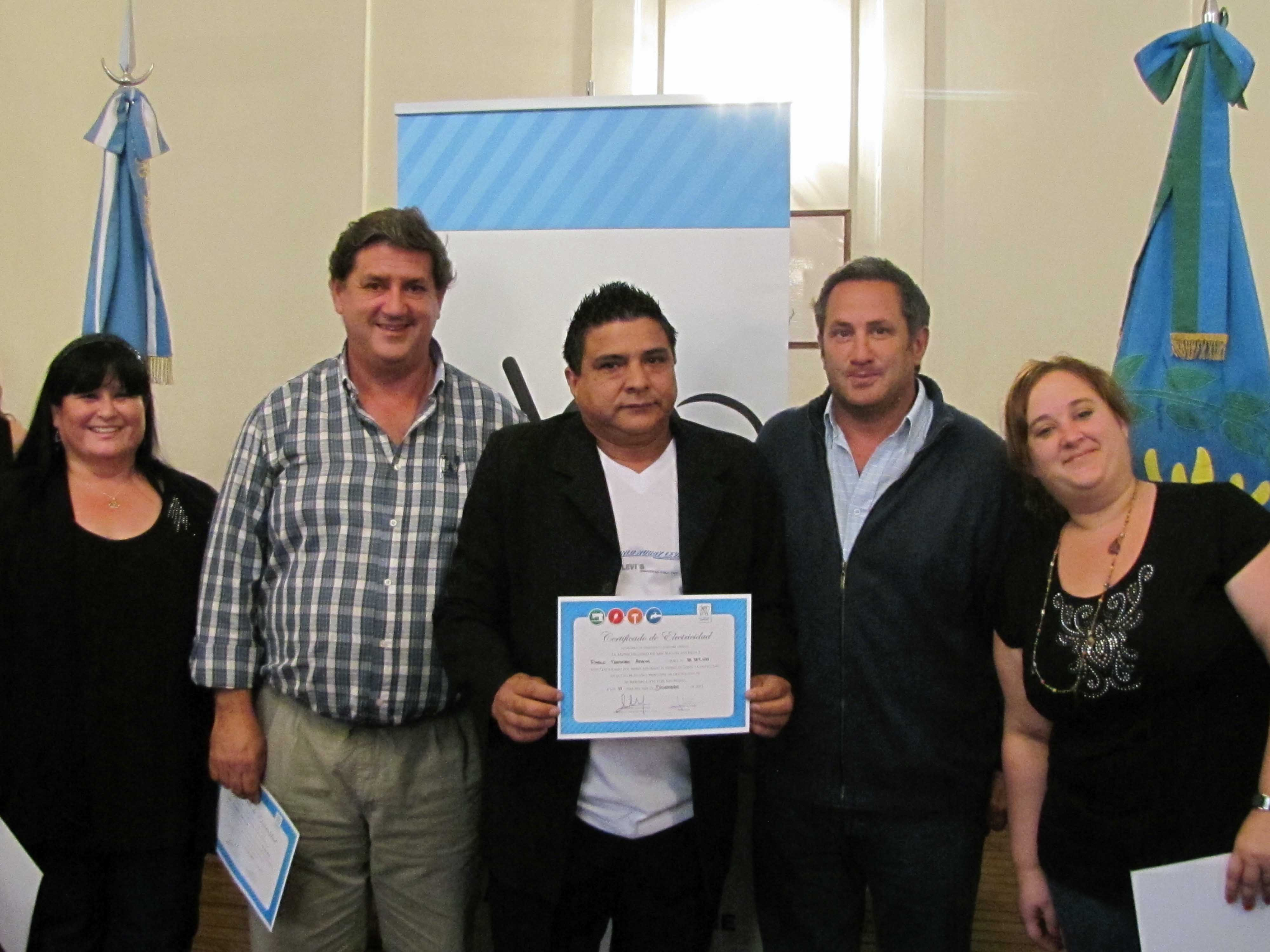 Fernando Inzaurrga y Pablo de Torre  entregaron diplomas en el Salón Dorado de la Municpalidad