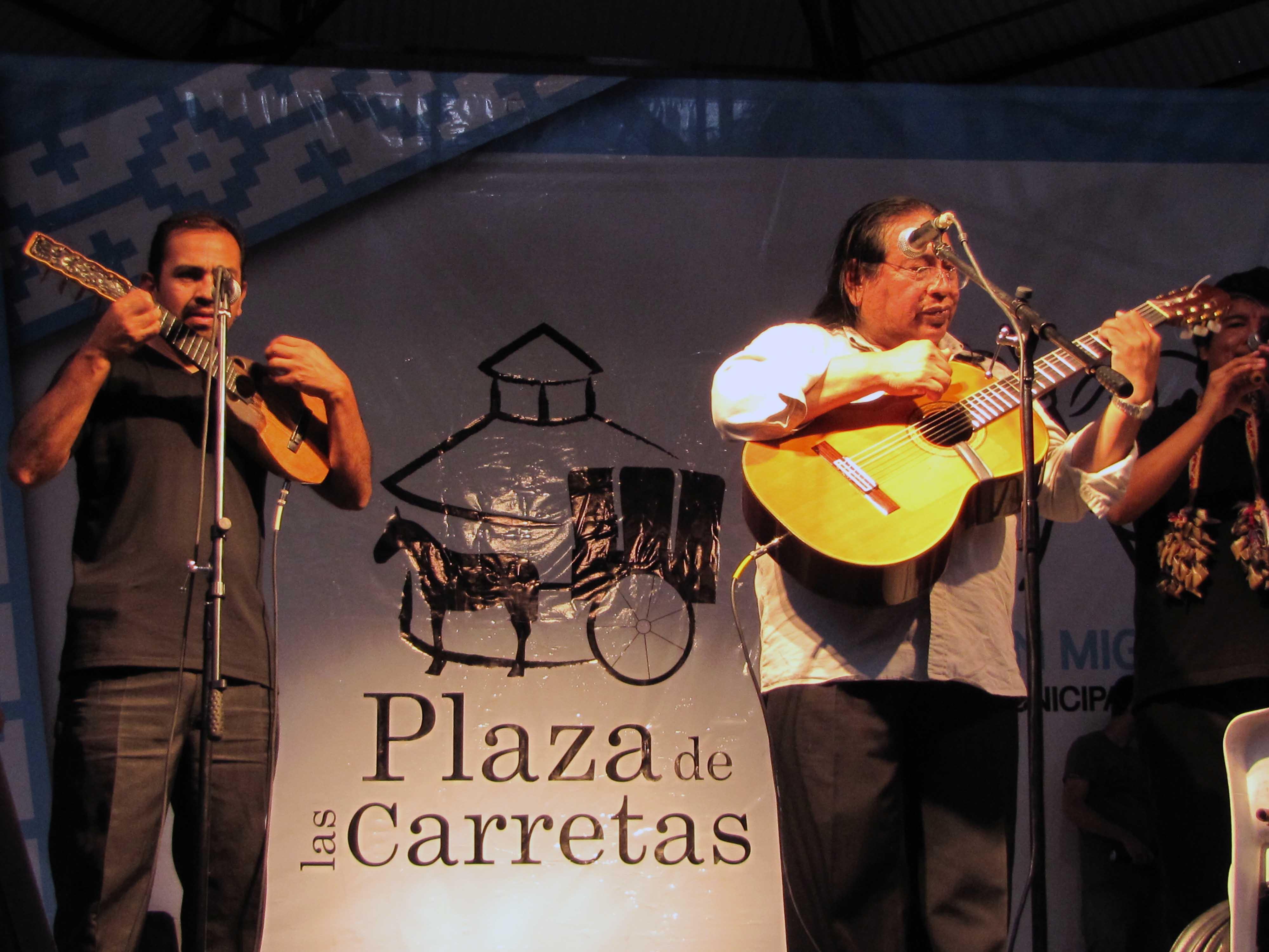 Plaza de las Carretas – Tomás Lipán se presentó el domingo pasado