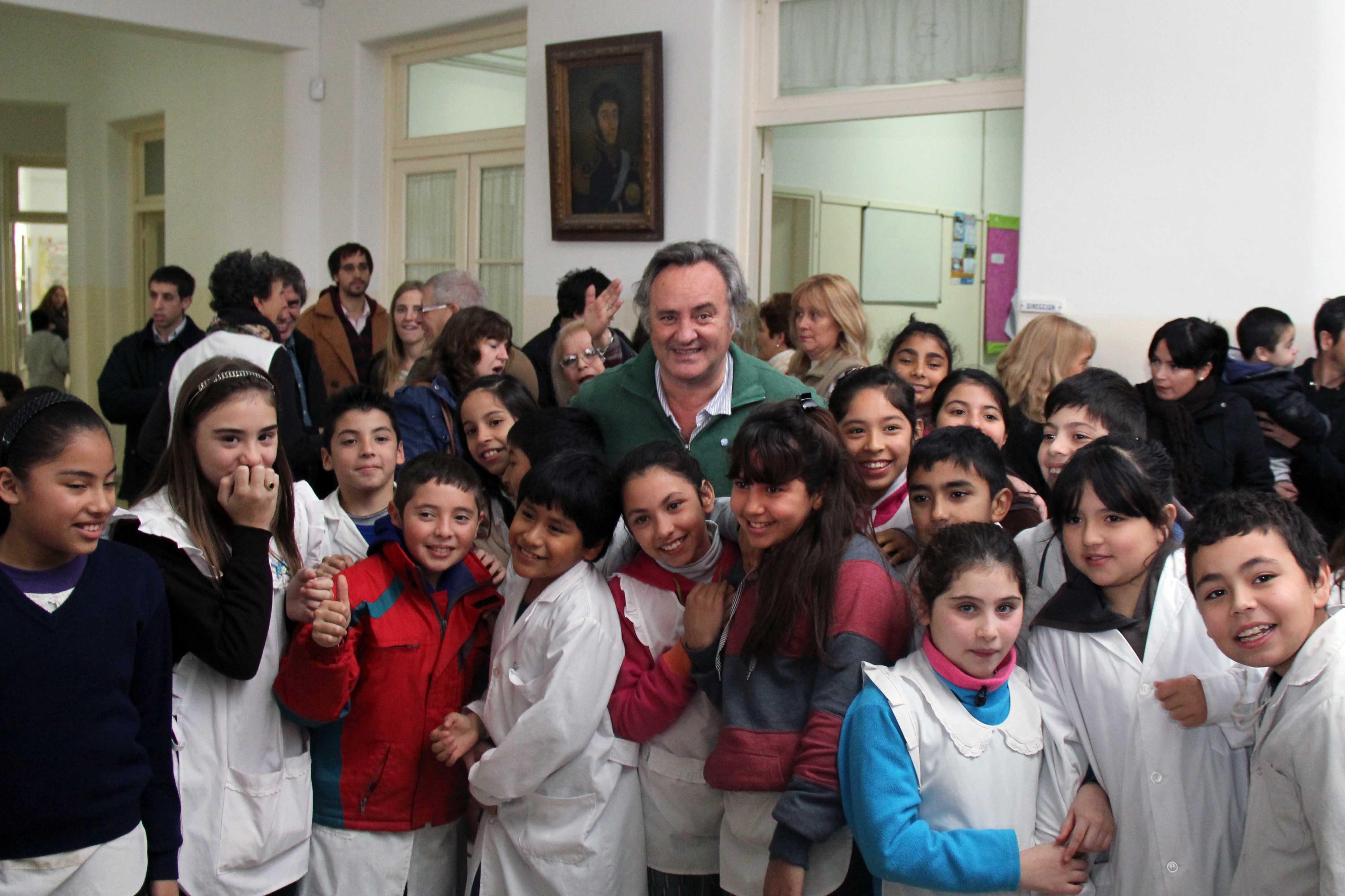 Joaquín de la Torre inauguró obras en otra escuela de San Miguel