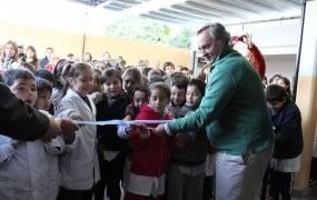 Joaquín de la Torre inauguró obras en una escuela de San Miguel