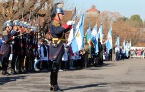 El Regimiento de Artillería desfiló en Campo de Mayo luego de la promesa de lealtad a la bandera de los alumnos de escuelas públicas y privadas de San miguel
