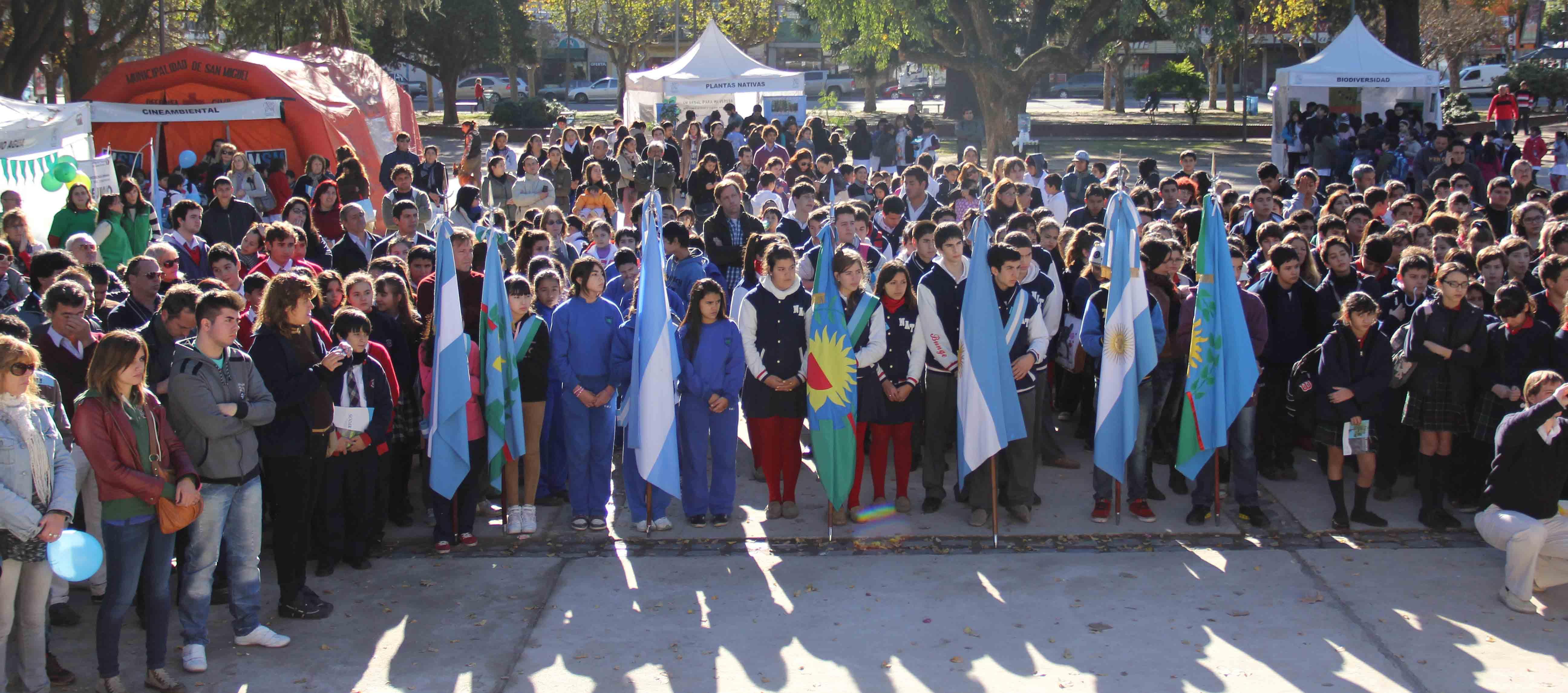 Más de 1000 jovenes se comprometieron a cuidar el medio ambiente