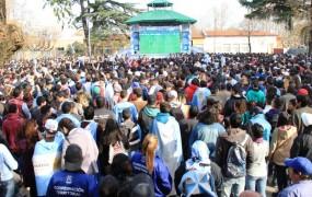Miles de personas alentaron a la selección desd la Plaza de las Carretas