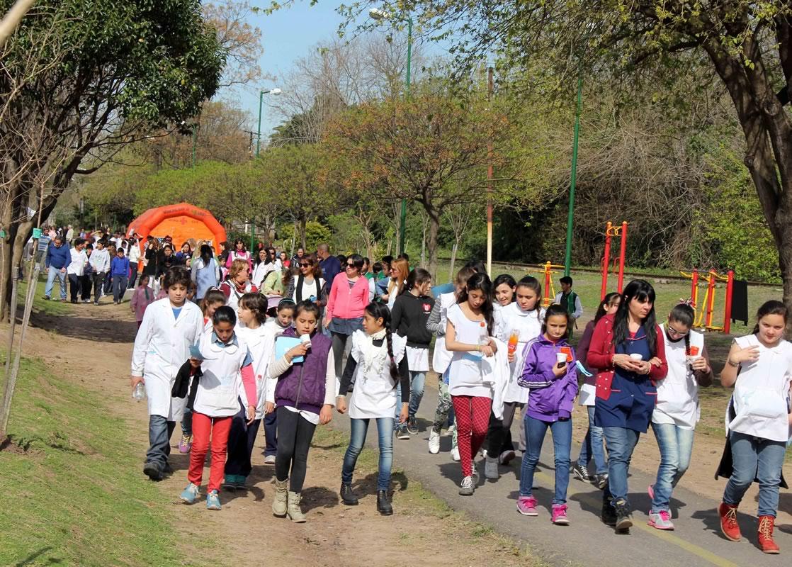 Cientos de chicos participaron del festejo por el Día del árbol