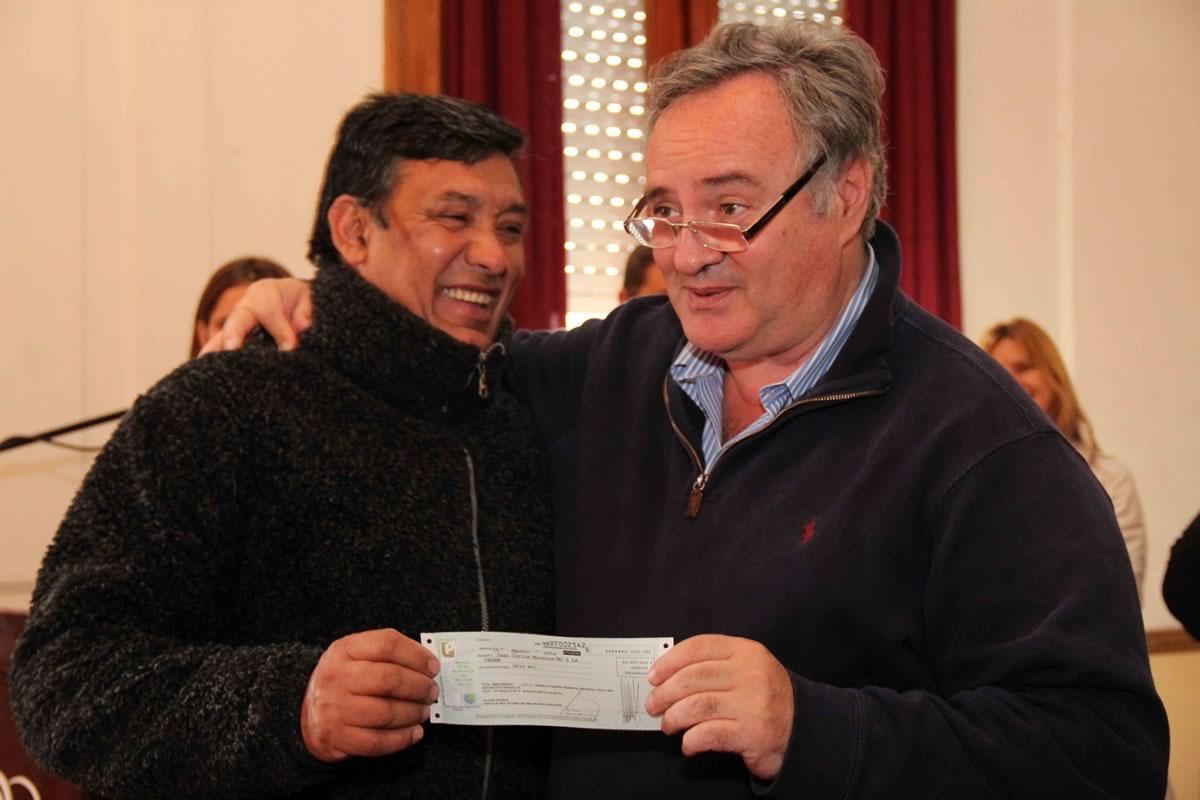 Joaquín de la Torre entregó microcréditos a emprendedores de San Miguel