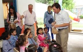 El secretario de Obras distinguió a los chicos por su desempeño en la primera muestra de arte sustentable