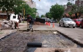 Obras de reparación de placas de hormigón en el centro