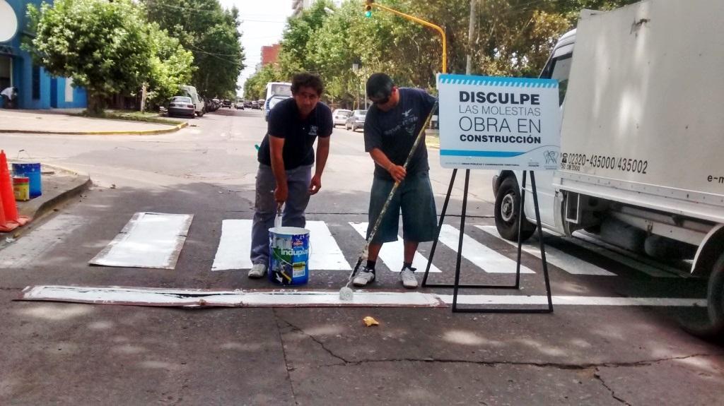 Seguimos pintando sendas peatonales