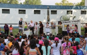 """La obra de teatro """"El Arte de Reciclar"""" visitó las colonias de verano en San Miguel"""