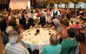 Cientos de abuelos participaron del concurso manos a la plaza