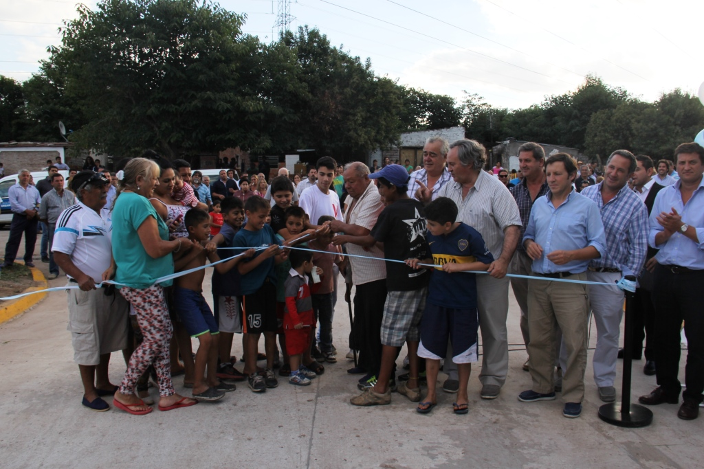 Unir asfaltos, mejorar accesos y conectar vecinos