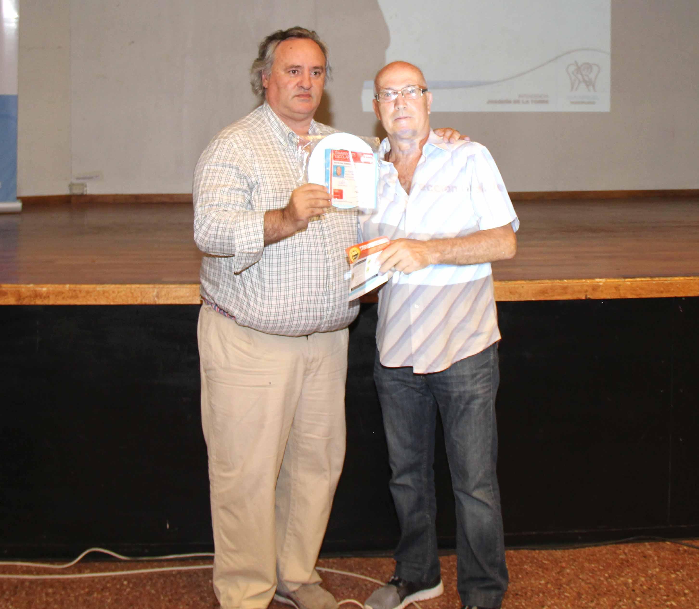 Joaquín entregó crtificados a transportistas