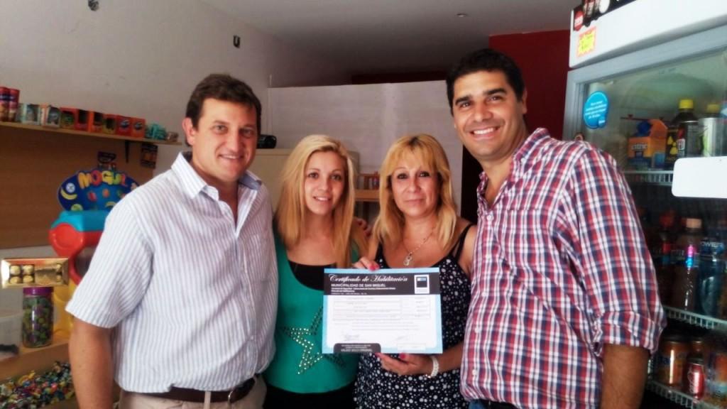 Max Perkins y Darío Biondo entregaron certificados de habilitación