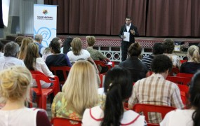 Autoridades de distintas escuelas del distrito se congregaron en el Colegio San José para presenciar la presentación de esta exitosa experiencia educativa ambiental