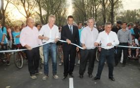El tradicional corte de cinta para la inauguración del velódromo municipal