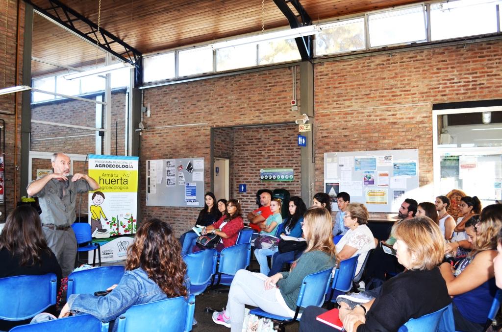 Muchos vecinos de San Miguel participan del taller