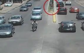 Increíble: las cámaras de seguridad identificaron a una mujer que se dedicaba a estafar simulando accidentes de tránsito