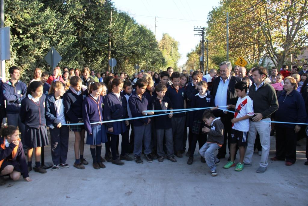 Se inauguró el tramo cuatro de la obra hidráulica y el pavimento de la calle Santa Fe en Bella Vista