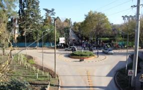 En esa zona se repavimentó, se hizo una obra hidráulica sin precedentes, se realizó una rotonda para ordenar el tránsito y se dispuso una bicisenda