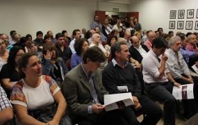 La presentación de la primera ronda de negocios se realizó en la cámara de comercio e industria local, a sala llena
