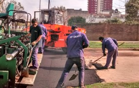 Plena tarea de asfaltado en caliente