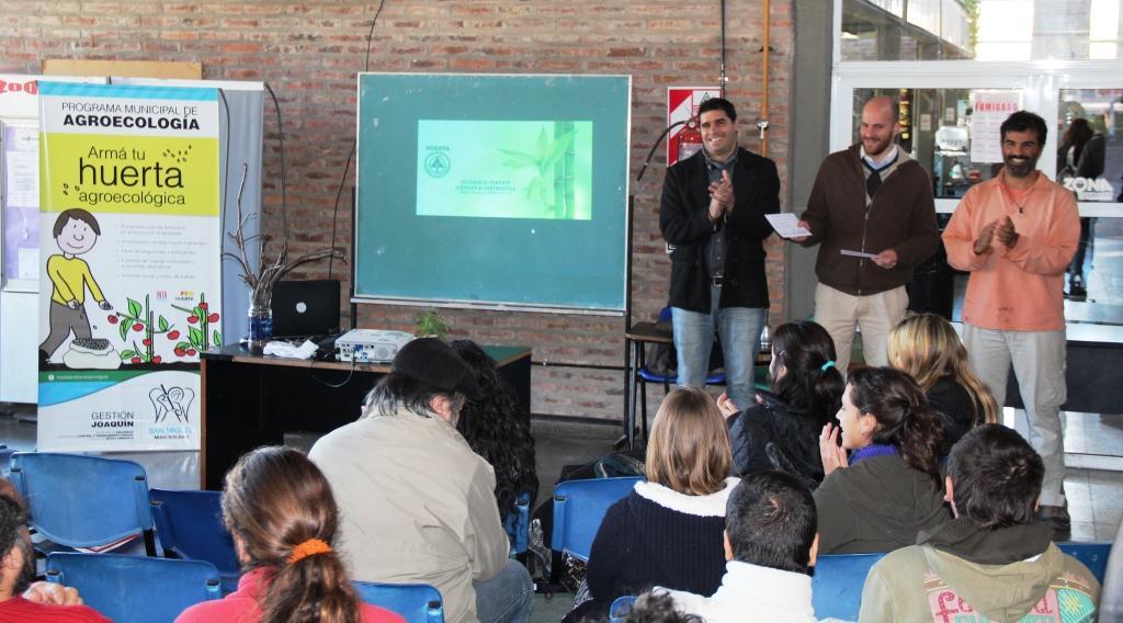 Santiago Piaggio y Darío Biondo en el cierre del primer taller de huerta del año