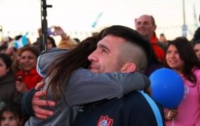 Cuenca se emocionó con un video emotivo en el que se mostró su trayectoria y la pelea final