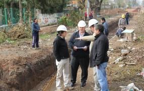 El intendente junto a Jaime Méndez en el tramo 2 de la obra hidráulica de mitre - copia - copia