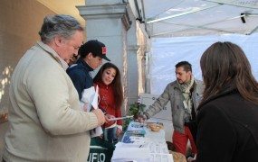 El jefe comunal visitó los stands de las universidades