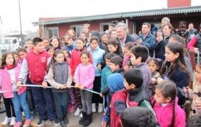 El tradicional corte de cinta para la inauguración del nuevo polideportivo y centro cultural reconquista