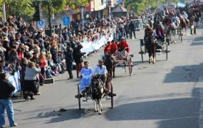 Hubo carruajes y paisanos a caballo que mostraron el paisaje de otra época