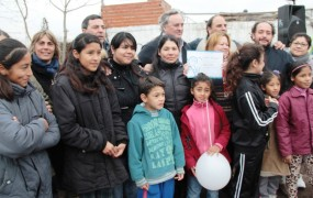 Hubo entrega de planos de mensura social a familias de la zona