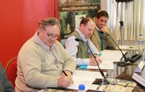 Hubo una firma simbólica en la que el Municipio se compromnetió a colaborar con la fundación vida silvestre en temas ligados al medioambiente