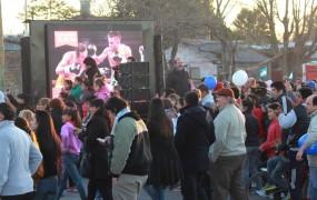 Los vecinos de San Miguel homenajearon a Cuenca por su logro obtenido