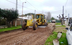 Continúan las tareas de mejorado de calle de tierra con cascote