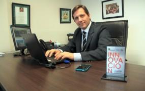 El Secretario de Gestión Pública Federico Kruse en su despacho