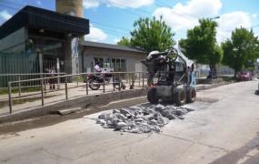 Tareas de reparación de placas de hormigón en Irigoin entre Remigio López y El Zonda