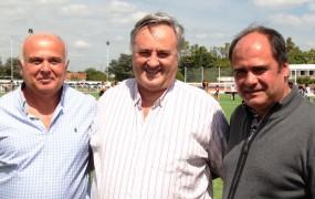 Joaquín junto al presidente de Vicentinos y a su par del Club Regatas