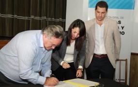 "El Municipio encabezó la firma de ""Escrituras de Interés Social"" para 275 familias del distrito"