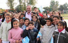 Joaquín saludó a los chicos después de la inauguración