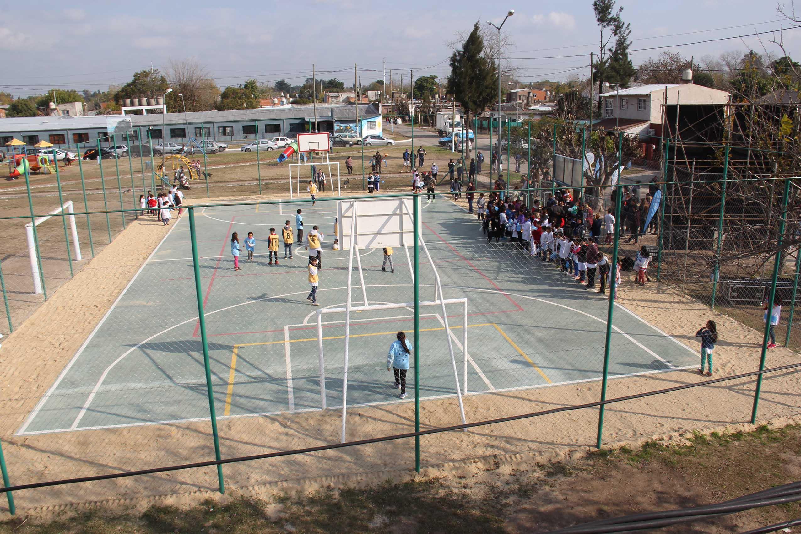 El Municipio suma un nuevo playón deportivo para la comunidad educativa y crece la red en todo el distrito