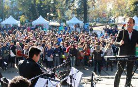 La orquesta de Pablo Lazbal entonó el himno nacional argentino