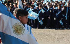 Más de 4 mil alumnos de colegios públicos y privados de San Miguel prometieron su lealtad a la bandera