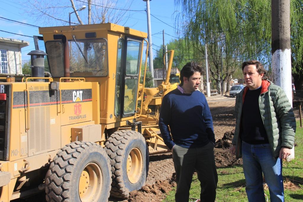 El intendente Jaime Méndez supervisó un pavimento clave de barrio Mitre