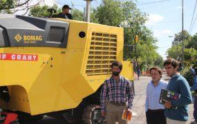 Jaime Méndez recorrió la obra de repavimentación e hidráulica de la calle Irigoin