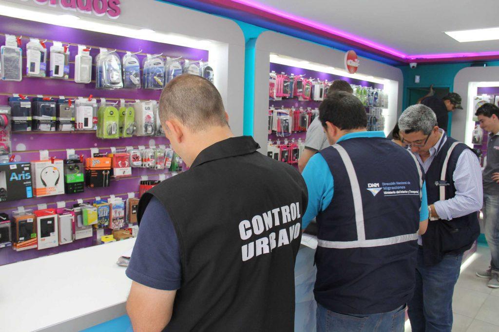 Operativo de control de venta de celulares