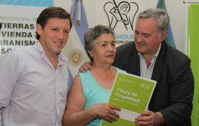 Se entregaron 113 escrituras definitivas a vecinos de San Miguel