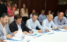 Jaime Méndez suscribe el convenio en representación de San Miguel